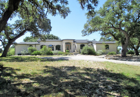 H0210/Bridlegate Villa: A well-designed home in Bridlegate Ranch listed with Gail Stone Realty, Bandera, TX