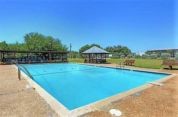 Bandera River Ranch swimming pool.