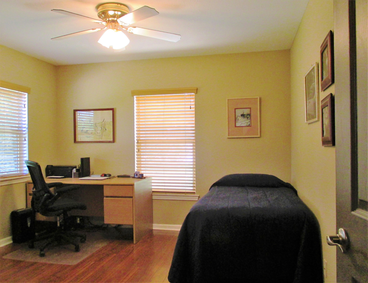 Bedroom/Office in Wagon Trail