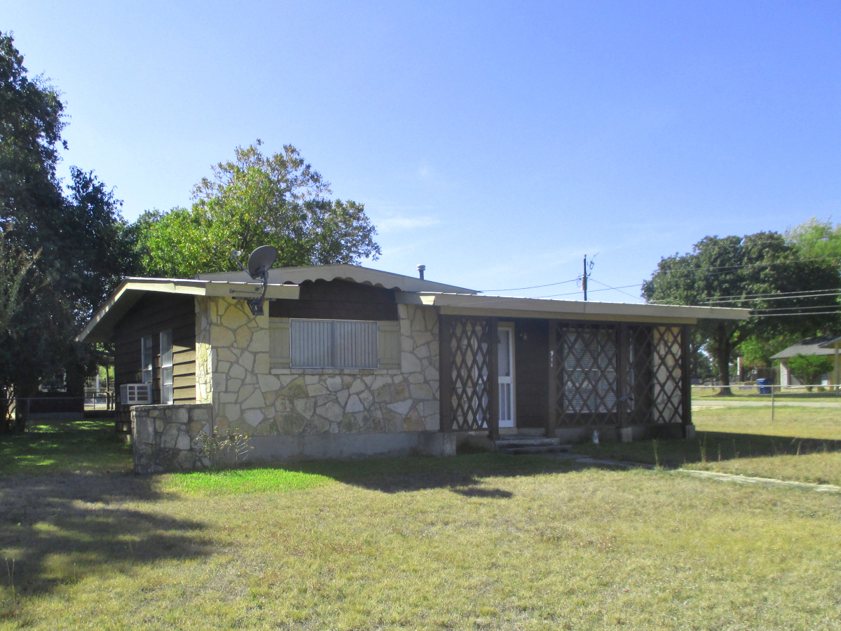 911 15th Street  H0247 - Call Gail Stone Realty for info 830-796-4640
