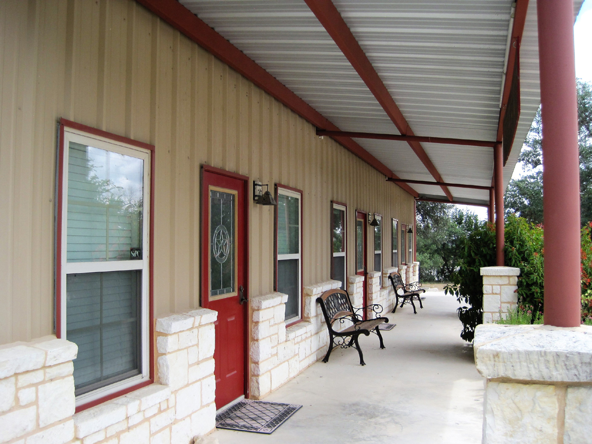 Pipe Creek Plaza - Outside covered Front porch with benches